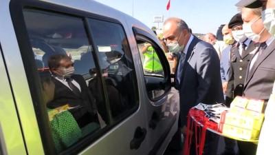 Vali Muammer Erol,  jandarma ve polis ekiplerinin görev aldığı uygulama noktasını ziyaret etti - YALOVA