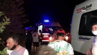 Sürücüsünün kontrolünden çıkan servis aracı yol kenarına uçtu: 3 yaralı