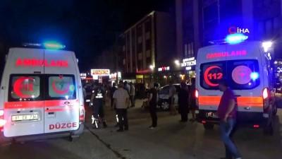 Düzce'de silahlı yaralama: 2 yaralı...Silahla yaralanan kadını hastaneye götürmek isteyen araç zincirleme kaza yaptı