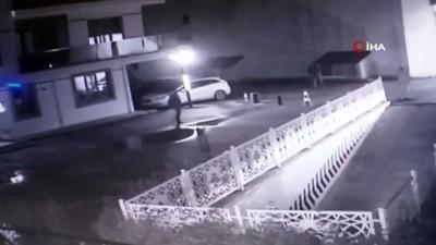 Husumetli olduğu komşusunu silahla vurduğu anlar kamerada