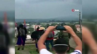 - Kolombiya'da halk İspanyol subayın heykelini yıktı