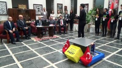 Türkiye'yi temsil edecek Aydınlı öğrenciler robotu tanıttı