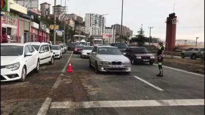 Belediye otobüsü refüje ve araçlara çarptı: 4 yaralı - TRABZON
