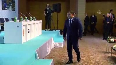 TBMM Başkanı Yıldırım, Cumabekov'a TÜRKPA liyakat madalyasını takdim etti - İZMİR