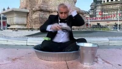 Sanatçı Aydın, Taksim'de leğende yıkandı