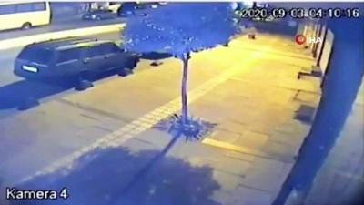 Çaldıkları otomobili söküp bıraktılar...Hırsızlık anı kamerada