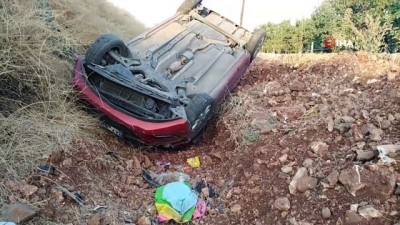 Yoldan çıkan otomobil kanala devrildi: 5 yaralı