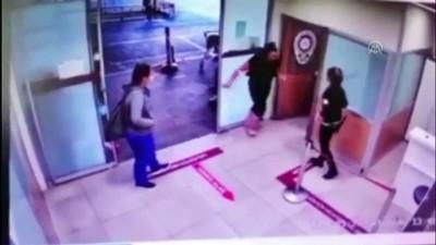Sinir krizi geçiren kadın hastane polislerine saldırdı - İSTANBUL