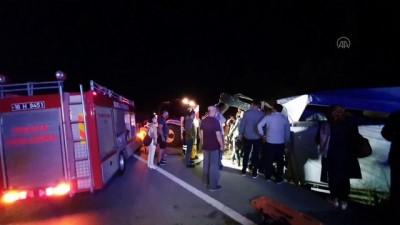 Mobilya yüklü kamyonet devrildi: 2 yaralı - BURSA