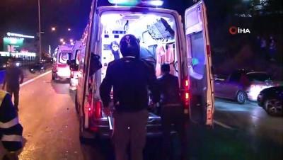 Makas attığı iddia edilen otomobil iki motosiklete birden çarptı
