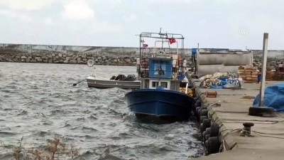 Karadeniz'deki şiddetli rüzgar Kastamonulu balıkçılara zor anlar yaşattı