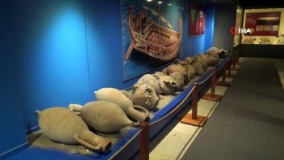 Tarihi eserler depreme karşı müze mumuyla sabitleniyor