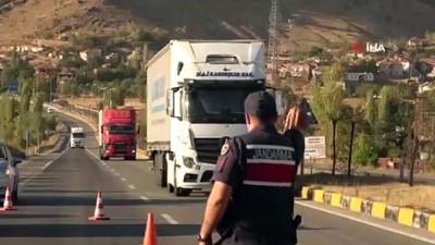- Kum yüklü kamyon devrildi: 1 yaralı