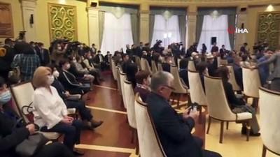 - Kırgızistan'da Başbakan Caparov, Cumhurbaşkanlığı yetkilerini devraldı