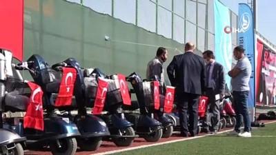 Elazığ'da ' Engelleri kaldırıyoruz' projesi ile 80 adet akülü araç verildi