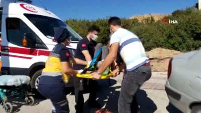Kaza yapan ehliyetsiz motosiklet sürücüsü sağlık ekiplerini adeta ecel teri döktürdü