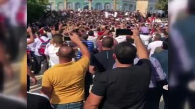 - Filistinliler Mescid-i Aksa'da Fransa'yı protesto etti