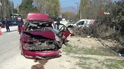 Zincirleme trafik kazası kamerada: 4 yaralı