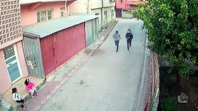 ADANA - Yaşlı kadını evinde gasp ettiği iddiasıyla 3 zanlı yakalandı