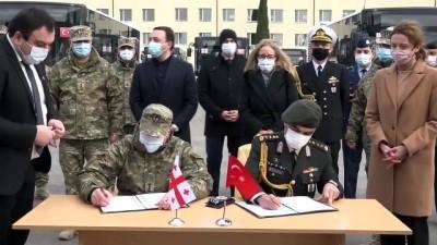 TİFLİS - Milli Savunma Bakanlığından, Gürcistan ordusuna zırhlı iş makinesi ve özel otobüs desteği