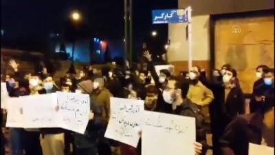 TAHRAN -  Öğrenciler, İranlı nükleer fizikçiye suikastın ardından gösteri düzenledi
