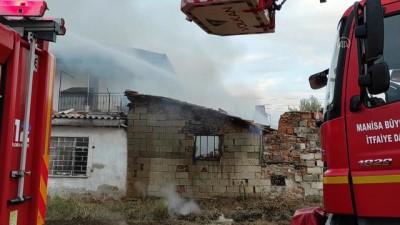 MANİSA - Yaşlı kadın yanan evinde ölü bulundu