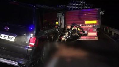 BOLU - Minibüs tıra çarptı: 2 ölü, 3 yaralı