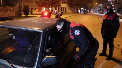 BURDUR - Sokağa çıkma kısıtlamasına uymayan 4 kişiye cezai işlem yapıldı
