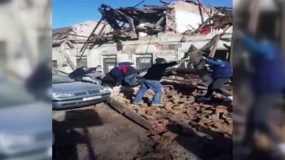 - Hırvatistan'da 6.3 büyüklüğünde bir deprem meydana geldi. Merkez üssü Petrinja kasabası olarak açıklanan depremin derinliği 2 kilometre olarak kaydedildi.