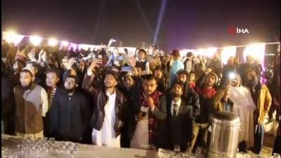 - Pakistan'da yeni yıla coşkulu karşılama