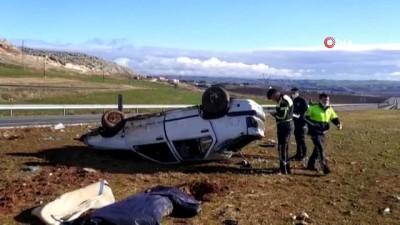 - Sürücü direksiyon hakimiyetini kaybetti, araç takla attı: 1 ölü, 5 yaralı - Kazada ağır yaralanan bir kişi, ambulans helikopterin karayoluna inmesi ile hastaneye kaldırıldı