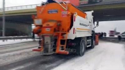 - Bursa'da kar esareti... Yüzlerce araç yolda mahsur kaldı