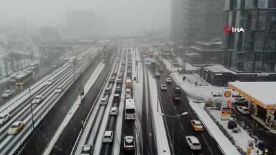 İstanbul'da trafik durma noktasına geldi