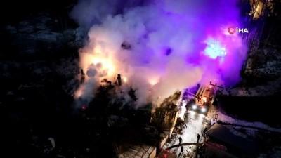 Çatısı alev alev yanan apartman küle döndü