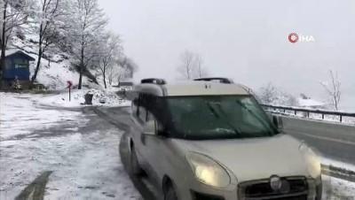 - Kar yağışı Trabzon-Gümüşhane karayolunda ulaşımı olumsuz etkiliyor