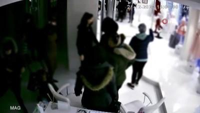 Hamile kadının çantayı çalma anı kamerada