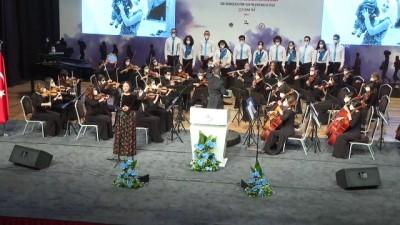 İZMİR - Depremzede konservatuar öğrencisi İnci Okan konserde yer aldı