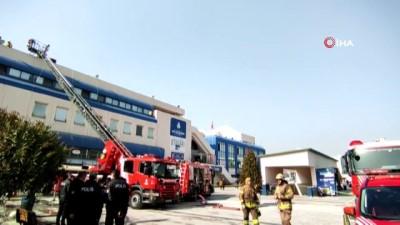 15 Temmuz Demokrasi Otogarı'nda bulunan bir  restoranda yangın çıktı. Otogardaki bir restoranda çıkan yangına itfaiye müdahale ediyor.