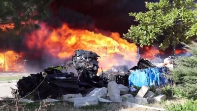 MANİSA - Geri dönüşüm tesisinde çıkan yangın kontrol altına alındı (3)