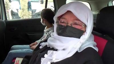 BİTLİS - Ahlat'ta jandarmadan kadınlara çiçekli kutlama