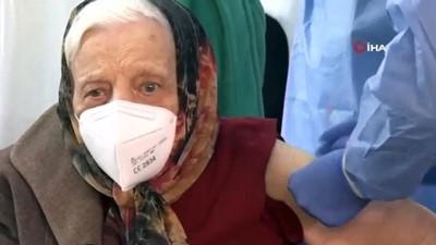 - Romanyalı Baltag, 104 yaşında aşı oldu - Baltag, ülkenin aşı olan en yaşlı insanı unvanını aldı