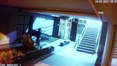 Şişli'de tabela çalan hırsız kamerada