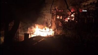 Artvin'de Ortaköy köyünde yangın çıktı