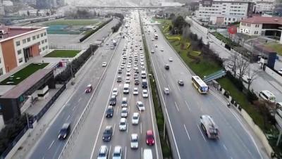 Ramazan ayının ilk sahuru öncesi trafik yoğunluğu