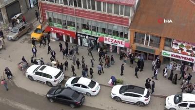 Yüksekova'da 3 günlük kapanma öncesi yoğunluk