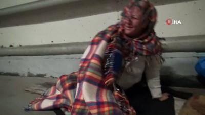 Bursa'da dram...Semt pazarlarında yatıp kalkan kadın gazetecilerden çay istedi