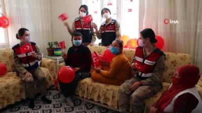 Mehmetçik'ten köy çocuklarına bayram süprizi