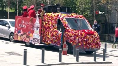 Beyoğlu'nda '23 Nisan Otobüsü' ile bayram coşkusu