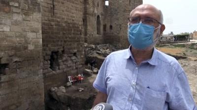 ŞANLIURFA - UNESCO adayı Harran'da kazılar özel izinle kısıtlamalı günlerde de sürüyor