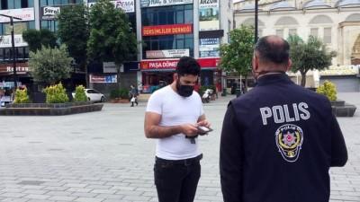 İSTANBUL - Esenyurt'taki denetimde izinleri olmayan yabancı uyruklu 15 kişi İl Göç İdaresi'ne gönderildi